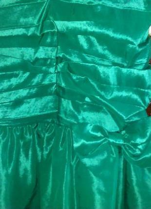 Платье изумрудного цвета,44 размера