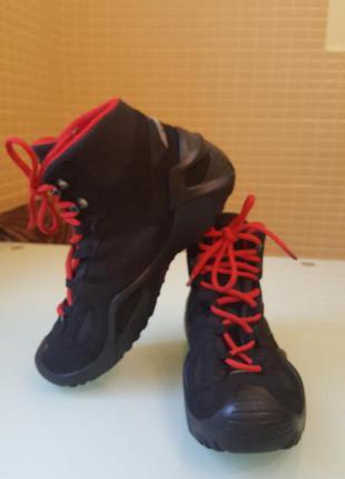 Зимние женские ботинки lowa