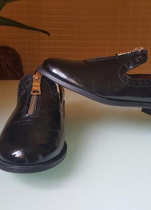 Модные женские туфли лаковая кожа