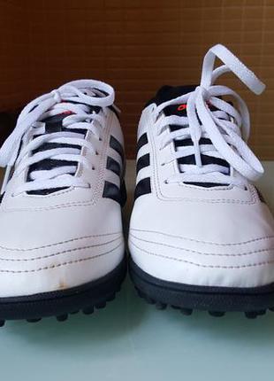 Фирменные красовки для футбола, сороканожки adidas оригинал