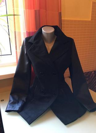 Шикарное пальто с кожаными рукавами