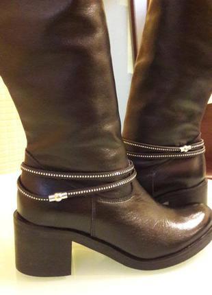 Невероятно стильные кожаные сапоги сarinii