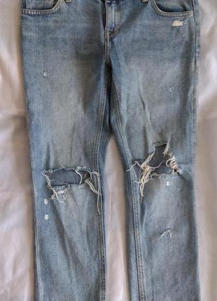 Стильные рваные джинсы бойфренды мом mango