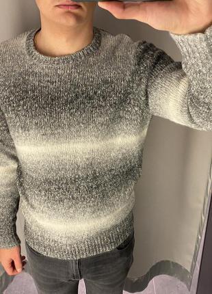 Тёплый свитер smog есть размеры
