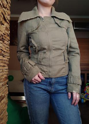 Классная демискзонная куртка
