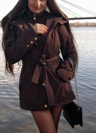 Куртка -пуховик приталеная капюшон науральный мех s -xs