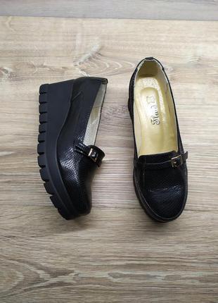 Кожаные женские туфли   38 40  размера , туфли на танкетке / ш...