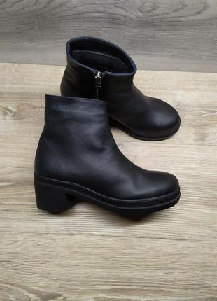 Кожаные зимние ботинки 37  размера , ботинки на каблуке / шкір...