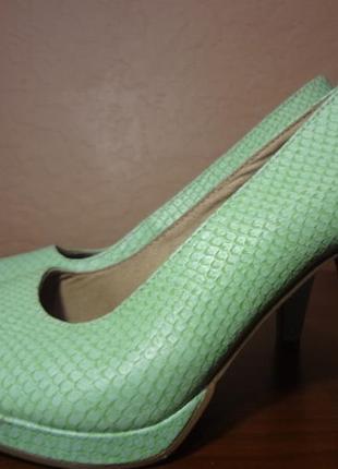 Красивые туфельки tamaris 38 размер