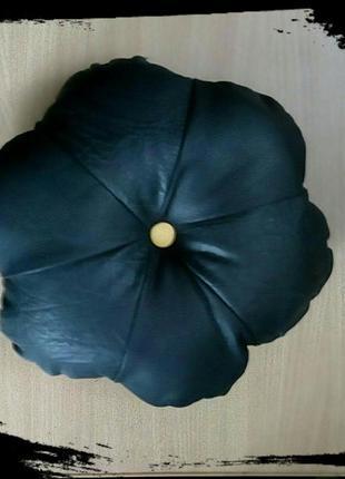 Подушка цветок с кожзама.