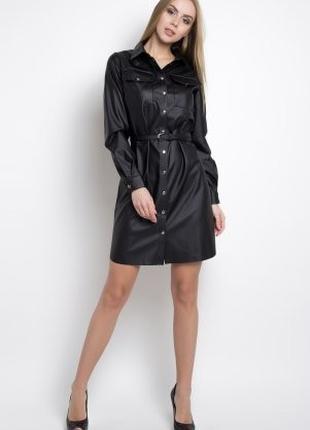 Платье рубашка черного цвета из эко-кожи удлиненная под пояс