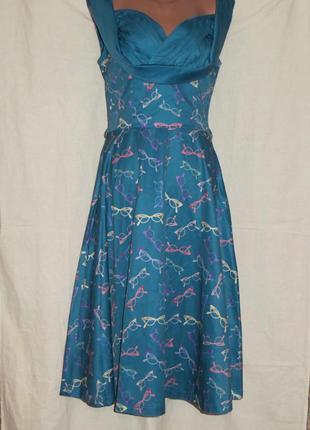 Красивое платье с оригинальным летним принтом