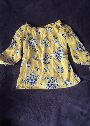Яркая солнечная блуза с цветочным принтом желтого цвета