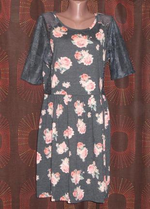 Трикотажное платье с коротким гипюровым рукавом и вставками р.16