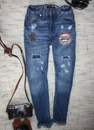 Модные джинсы на мальчика с потертостями. скинни на осень
