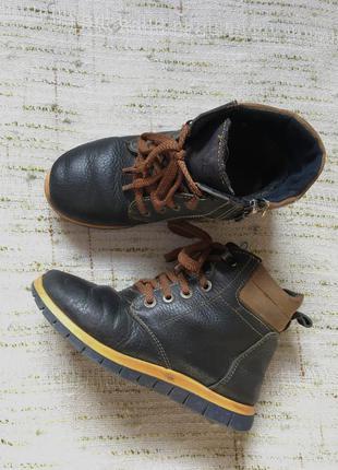 Зимние ботинки на мальчика . кожа
