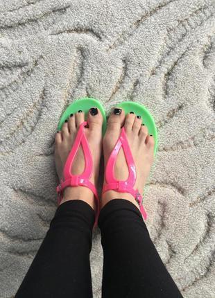 Яркие силиконовые сандали even&odd