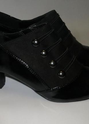 Лаковые туфли на невысоком каблучке р.44