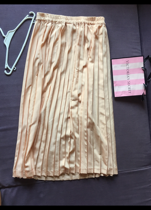 Миди юбка персикового цвета