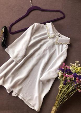 Актуальная белая блуза atmosphere  с жемчугом и камнями на вор...