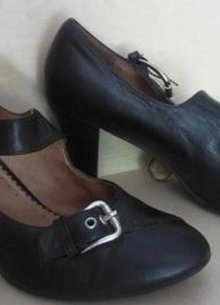 Кожанные туфли на каблучке