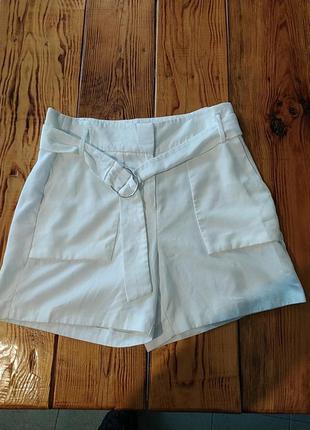 Крутые белые шорты мом