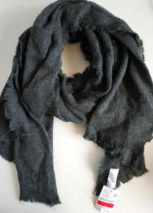 Тёплый женский палантин шарф голландского бренда  c&a