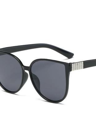 Солнцезащитные очки кошачий глаз черные с металлической декора...
