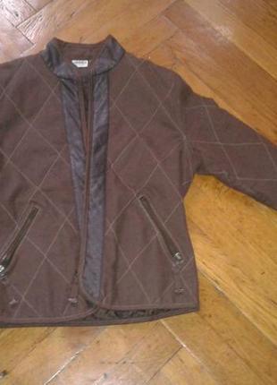 Куртка очень стильная со вставками под кожу