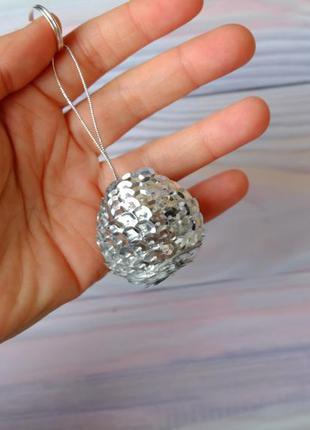 Брелок-подвеска, шарик из пайеток, серебро