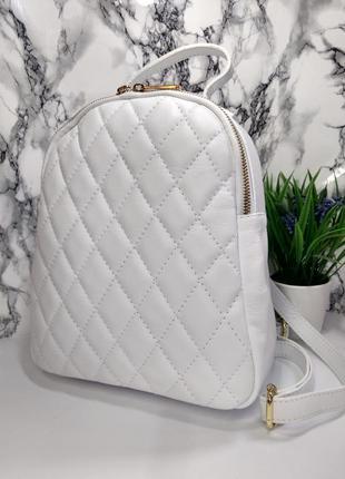 Женский кожаный рюкзак в стиле chanel белый