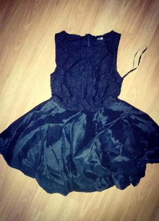 Нарядное кружевное платье от tfnc черное