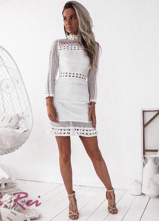 Белое платье из хлопкового кружева