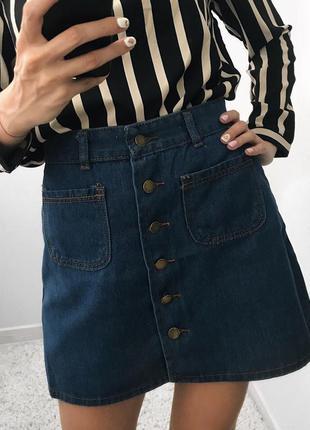 Стильная джинсовая миди юбка с пуговицами и карманами
