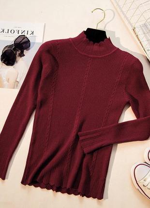 Красивый бордовый свитер