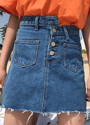 Джинсовая юбка на пуговицах, спереди и сзади карманы