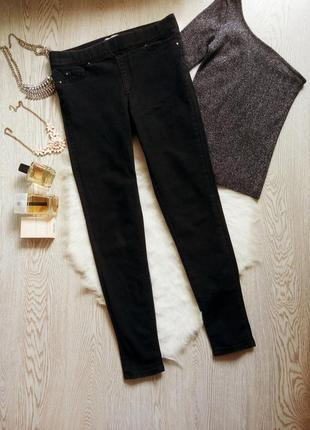 Черные джинсы джеггинсы с резинкой на талии и швом пуш ап на п...
