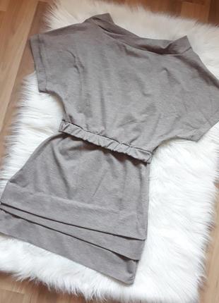 Красивое приталенное короткое платье интересного кроя, платье-...