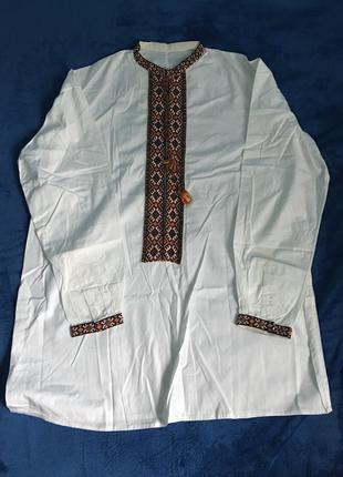 Белая вышитая рубашка вышиванка
