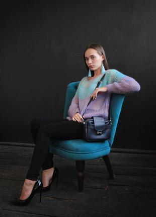 Кожаная сумка со стильным замком
