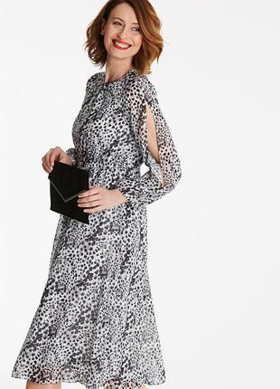 Роскошное шифоновое платье в леопардовый принт с длинным рукавом