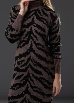 Вязаные платья с принтом в стиле animal, зимний вариант