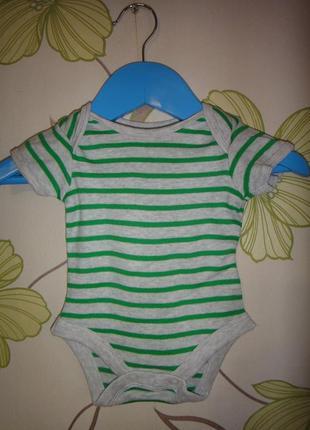 Серый боди mothercare в зеленую полоску на новорожденного
