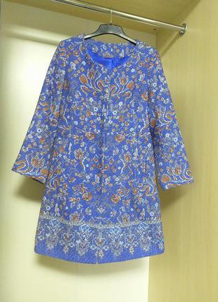 Легкое пальто френч из красивой ткани в принт