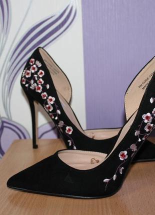 Туфли лодочки с вышивкой цветы primark