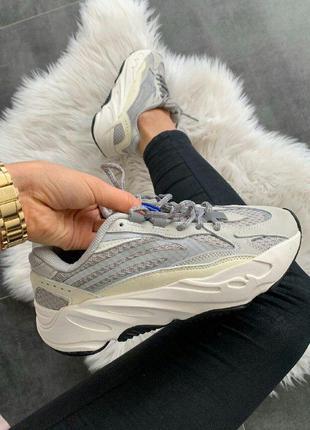 Женские кроссовки adidas boost 700 v2 reflective