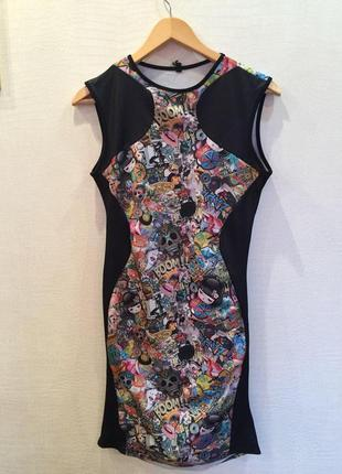 Красочное платье до колен c прикольным и ярким принтом