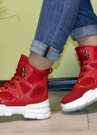 Жіночі спортивні черевики