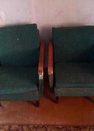Продам трюмо шкаф и 2 кресла