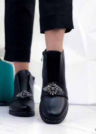Ботинки женские демисезонные с брошкой